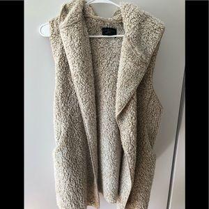 Fleece Sherpa hooded vest with pockets